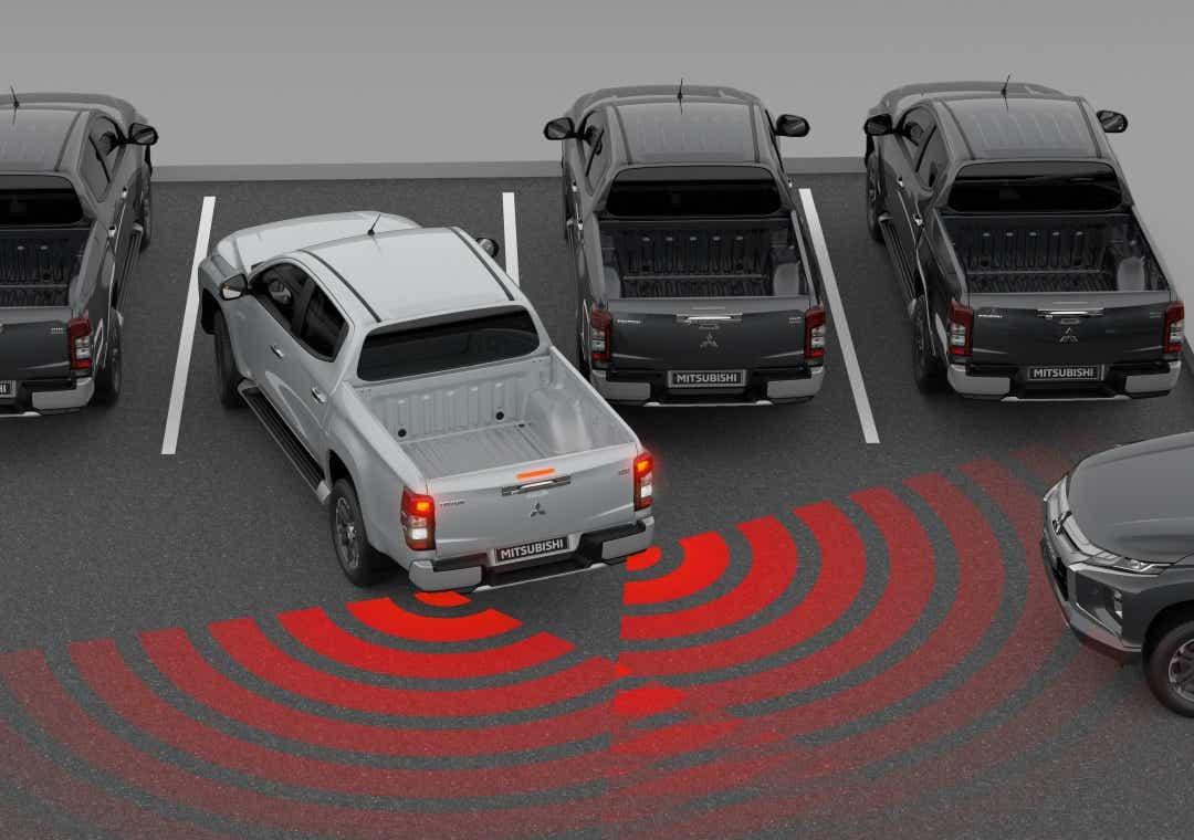 L200 med Rear Cross Traffic Alert