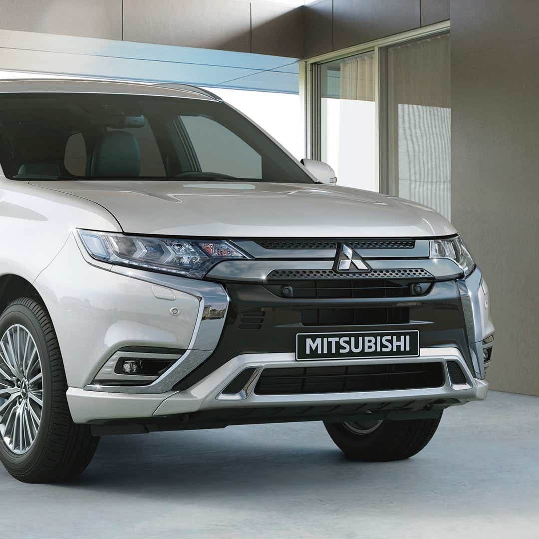 Mitsubishi Outlander holder parkeret
