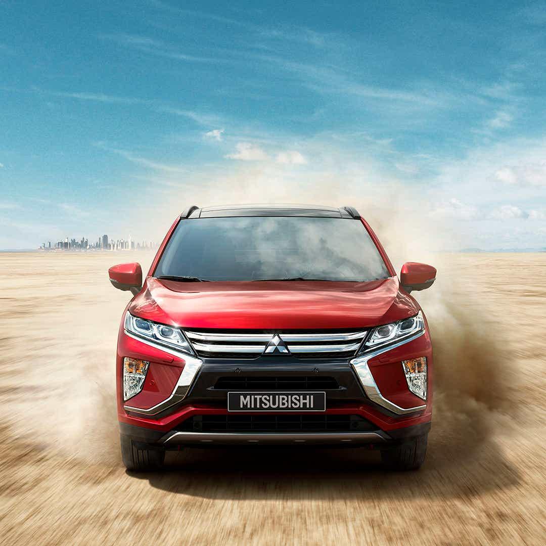 Mitsubishi kørende i ørken